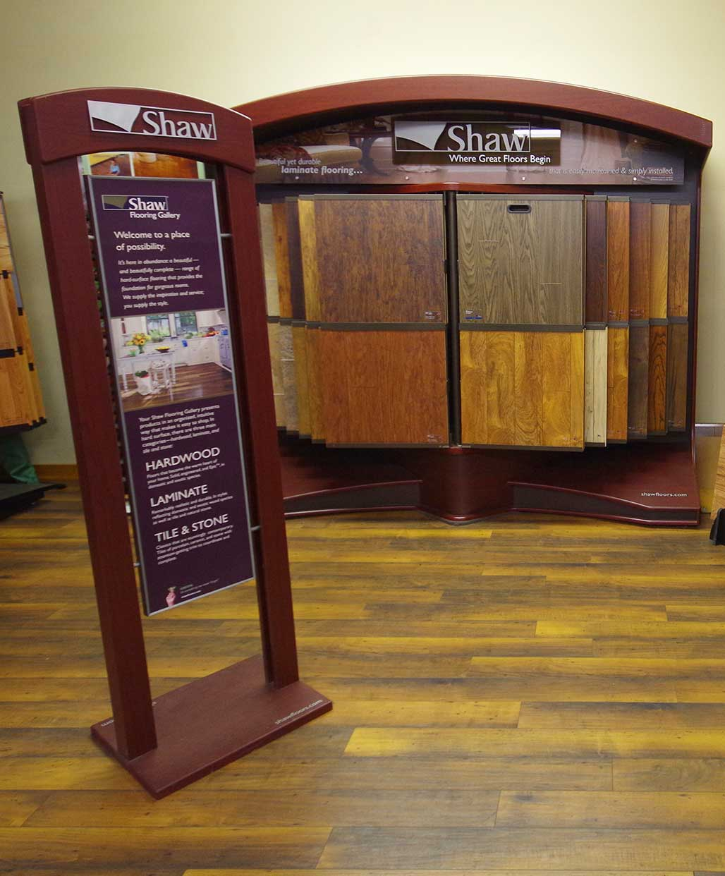 Shaw hardwood flooring shaw jubilee engineered floors for Laminate flooring displays