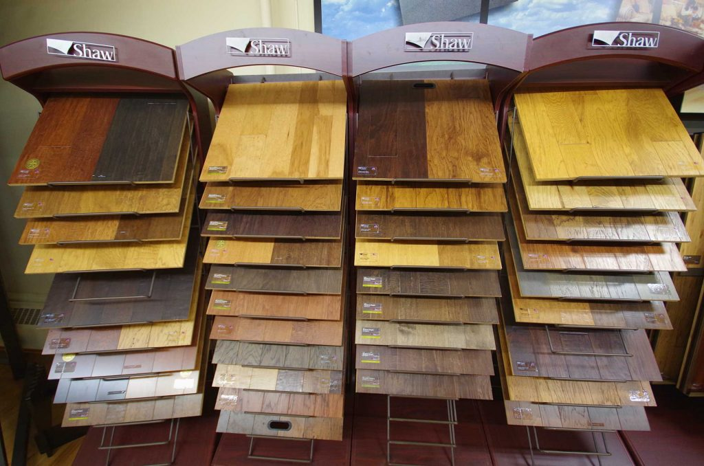 shaw-laminate-display-menomonie-flooring-centre