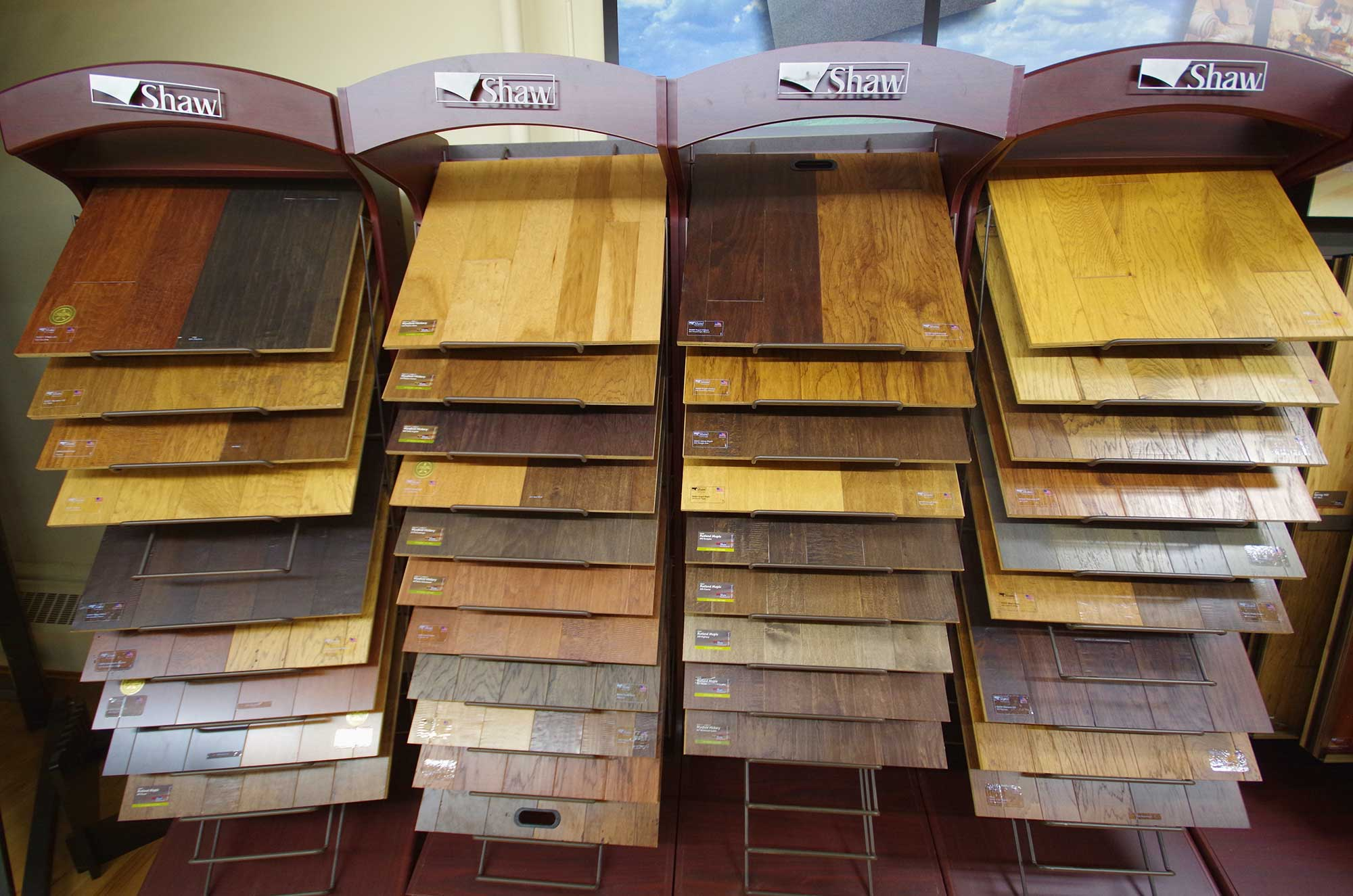 Menomonie flooring photo gallery menomonie flooring centre for Laminate flooring displays